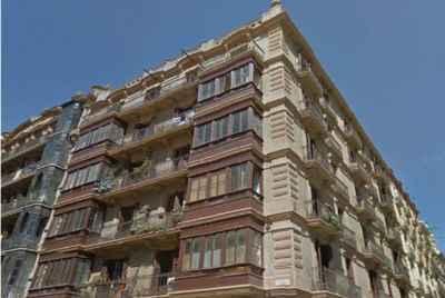 Жилое здание на продажу в центре Барселоны под комплекс туристических апартаментов